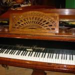 klavir,antikvitet,namestaj
